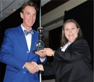Kalmanson presenting Bill Nye with the 2010 Humanist of the Year award.